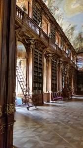Der Philosophische Saal in der Bibliothek im Kloster Strahov in Prag